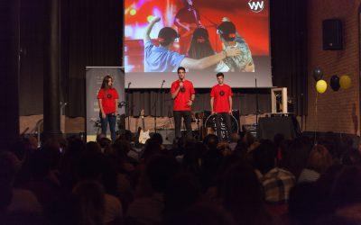 Tres jóvenes promueven en Barcelona el primer concierto holográfico en directo